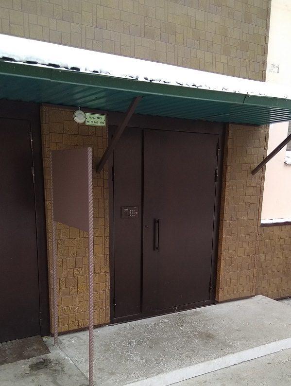 Покраска дверей входных